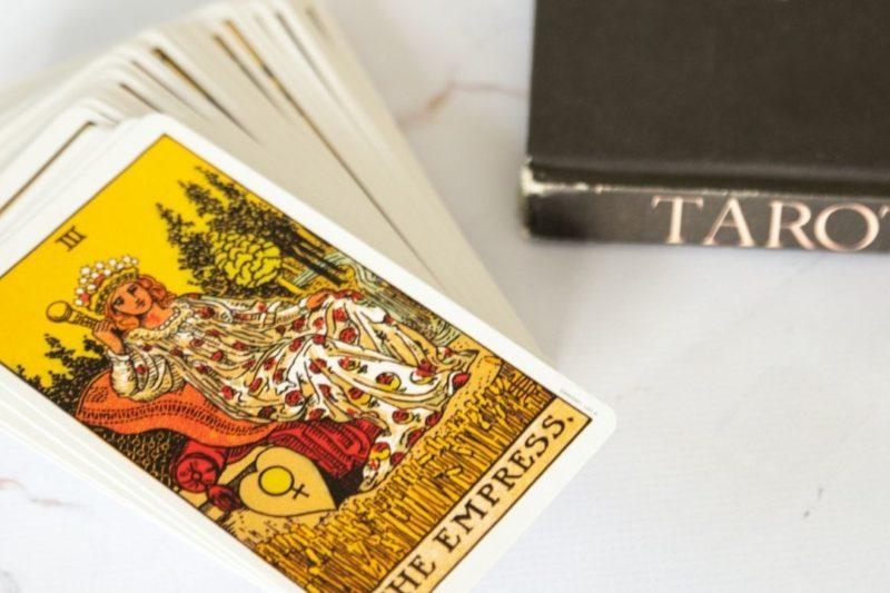 jeu de tarot pour l'art divinatoire : la cartomancie