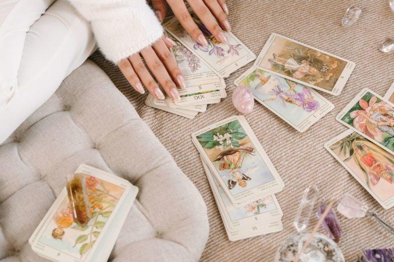 voyance avec les cartes de tarot.